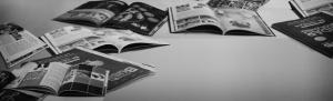 Auf dem Boden liegende Magazine